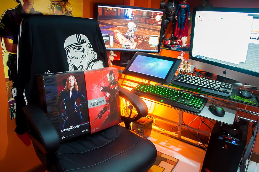 January 2015 Loot Report - Hot Toys Black Widow (Winter Soldier) and Mark XXXIII Silver Centurion (3)