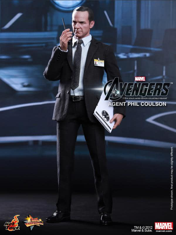 Preview   Hot Toys: Agent Phil Coulson (7)