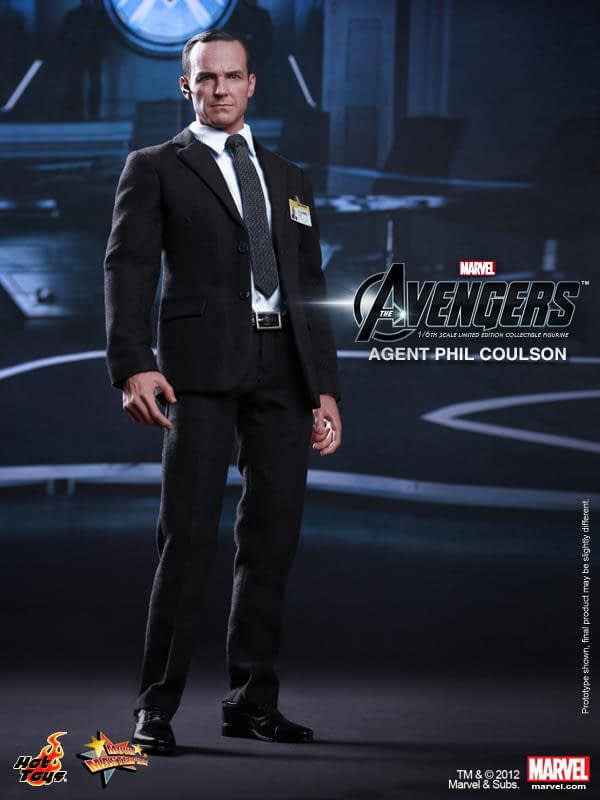 Preview   Hot Toys: Agent Phil Coulson (12)