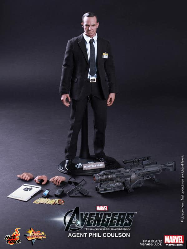 Preview   Hot Toys: Agent Phil Coulson (4)