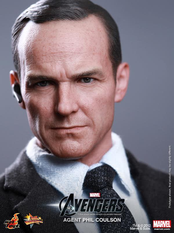 Preview   Hot Toys: Agent Phil Coulson (8)