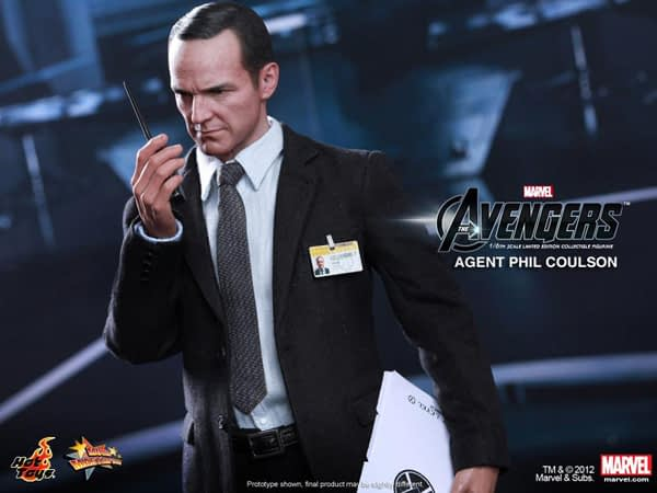 Preview   Hot Toys: Agent Phil Coulson (5)
