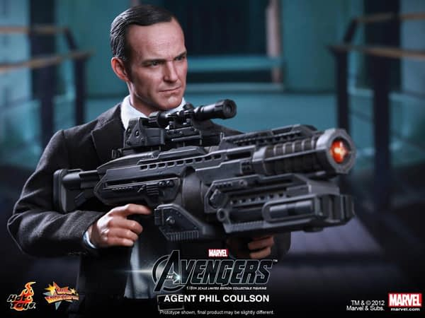Preview   Hot Toys: Agent Phil Coulson (11)