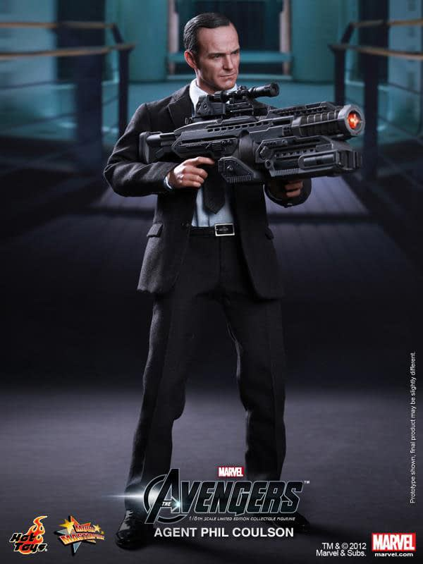 Preview   Hot Toys: Agent Phil Coulson (15)