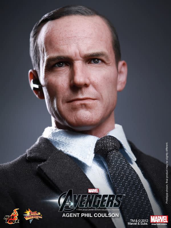 Preview   Hot Toys: Agent Phil Coulson (9)
