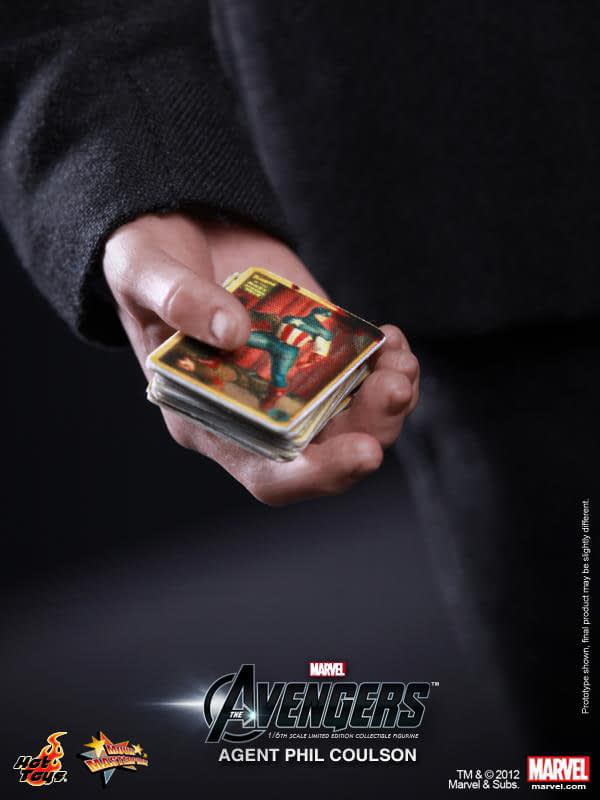 Preview   Hot Toys: Agent Phil Coulson (2)