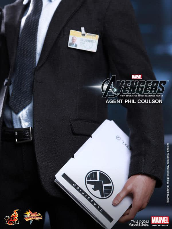 Preview   Hot Toys: Agent Phil Coulson (14)