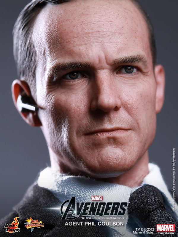 Preview   Hot Toys: Agent Phil Coulson (6)