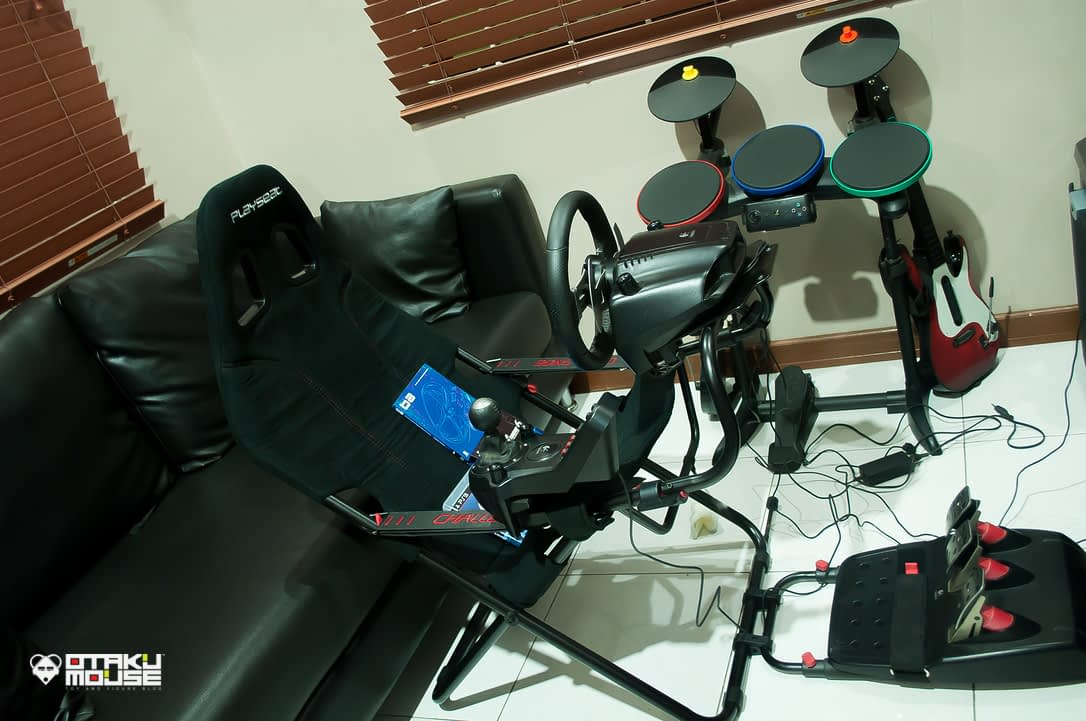 Playseat Challenge and Logitech's G27 Combo (2)